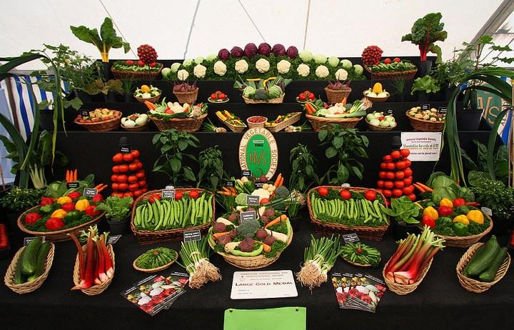 Красивые раскладки овощей и фруктов в магазинах (6)