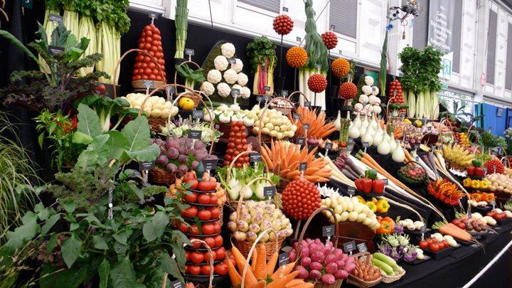 Красивые раскладки овощей и фруктов в магазинах (2)