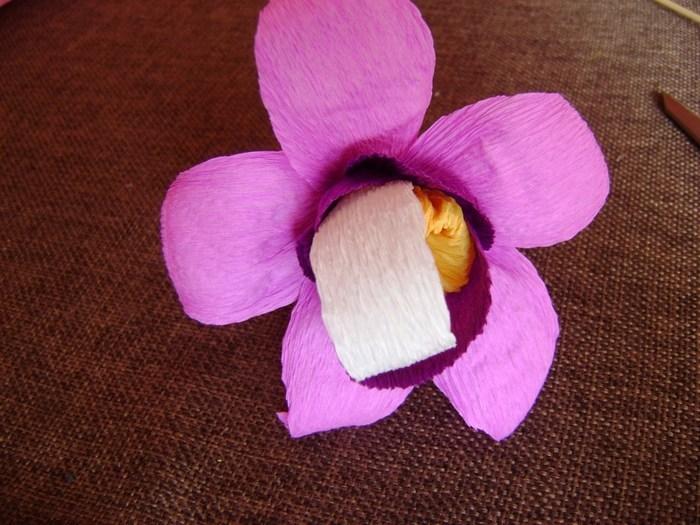 Орхидея из гофрированной бумаги (12)