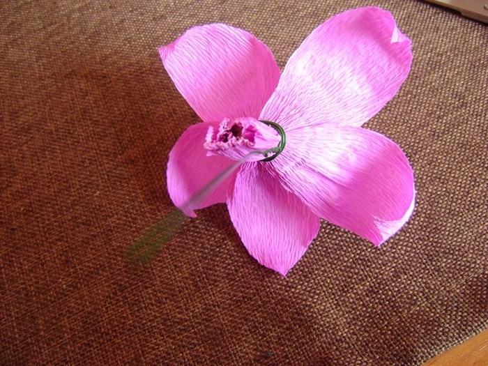 Орхидея из гофрированной бумаги (13)