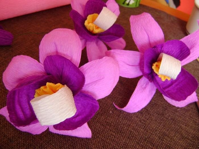 Орхидея из гофрированной бумаги (14)