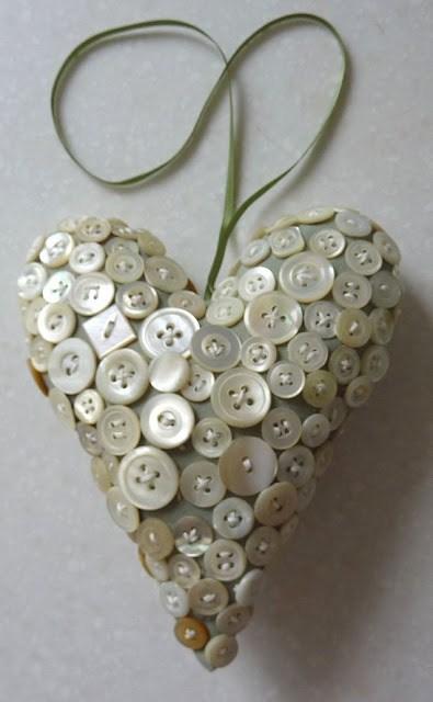 Валентинки из пуговиц (3)