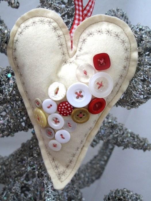 Валентинки из пуговиц (7)