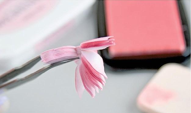 Красивые цветы из бумаги. Мастер-класс (9)