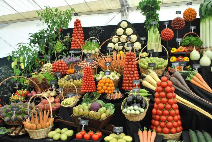 Красивые раскладки овощей и фруктов в магазинах (9)