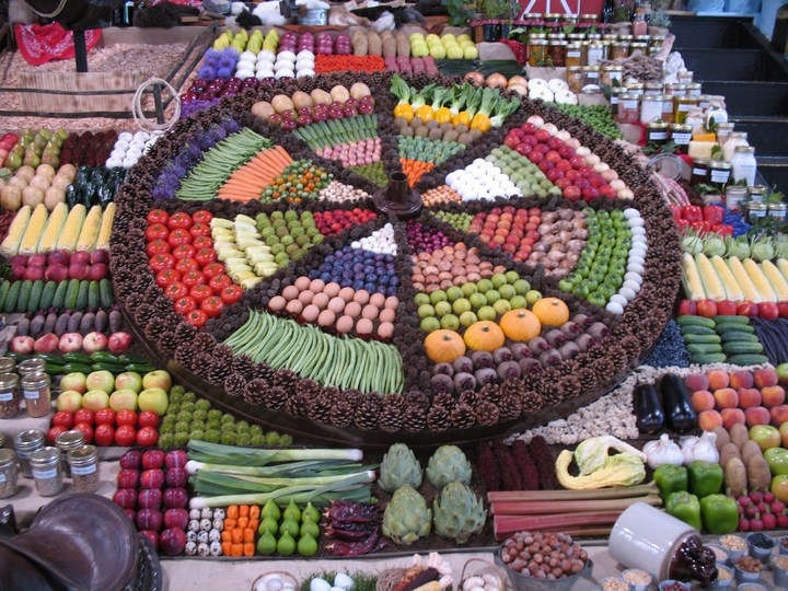 Красивые раскладки овощей и фруктов в магазинах (7)