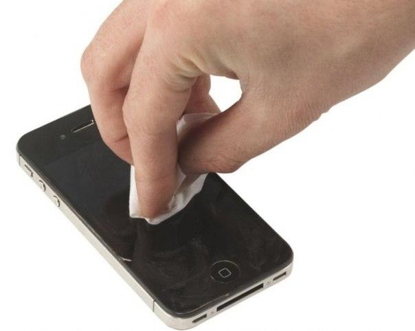 Как убрать царапины с телефона.