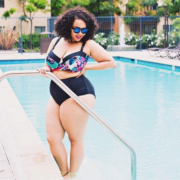 Почему полным девушкам не стоит носить открытые купальники (14)