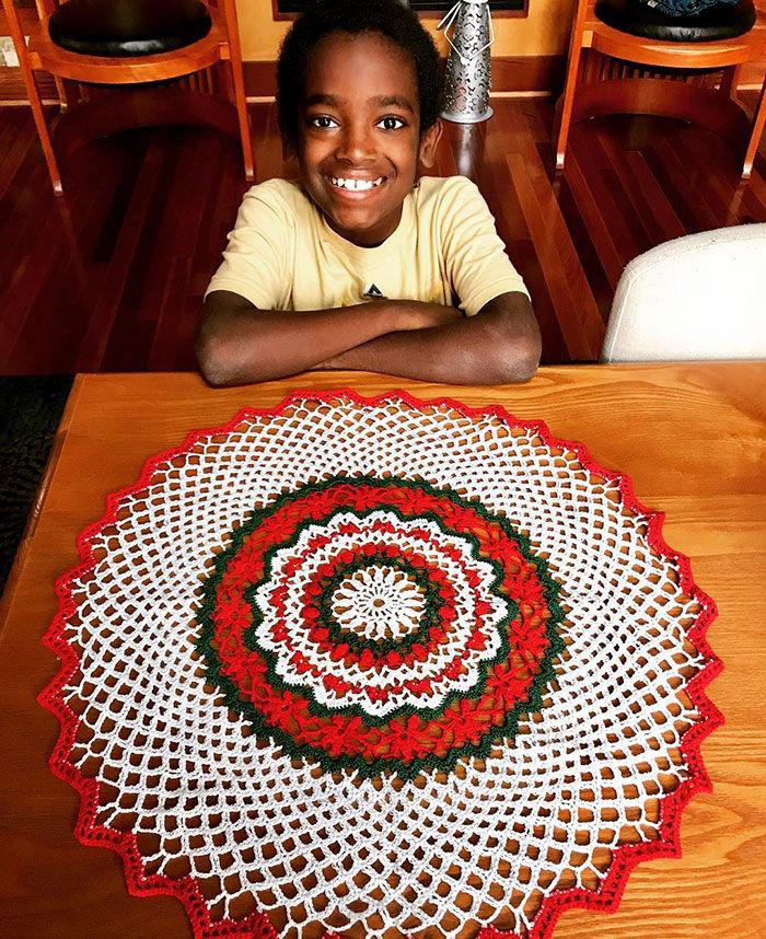 11-летний мальчик из Эфиопии вяжет крючком (1)