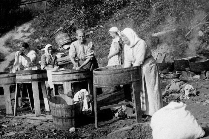 Как в прошлые времена хозяйки стирали белье (1)